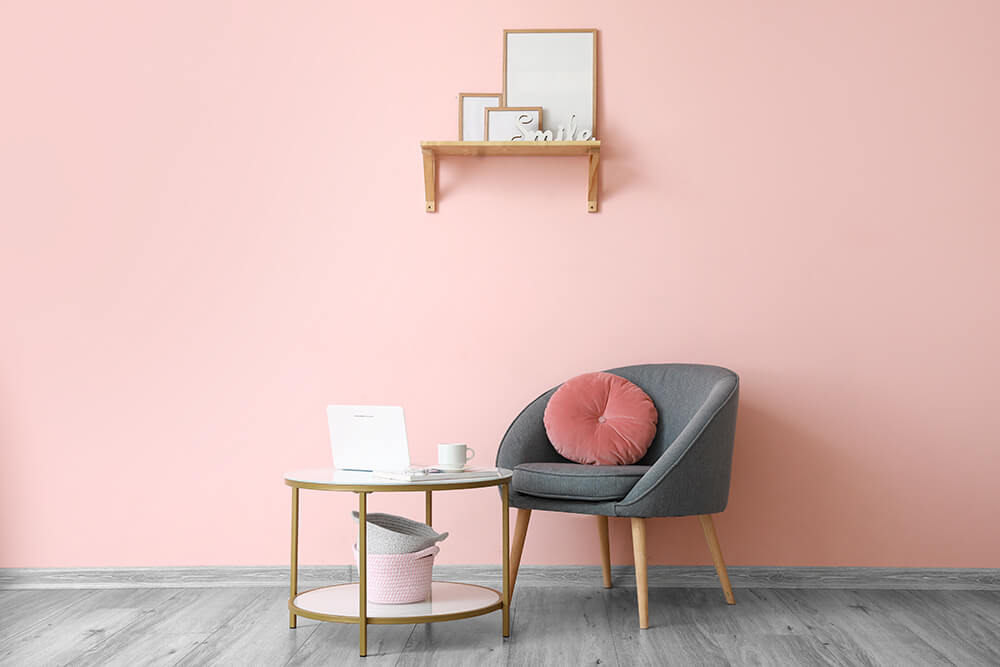ピンクの部屋のパソコン写真
