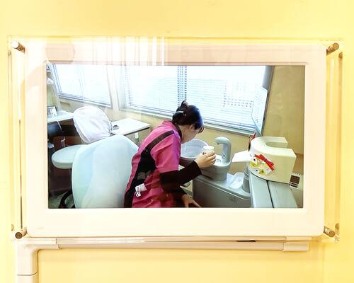さいたま市ホワイト歯科クリニック様 デジタルサイネージ写真